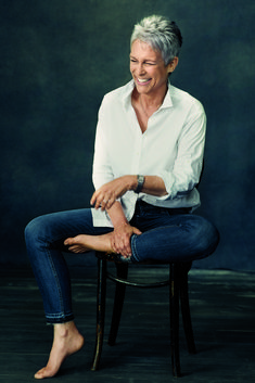 Take a look at the best jamie lee curtis outfits in the photos below and get ideas for your cute outfits! Jamie Lee Curtis Spills Her Inspiring Confidence Secretsgoodhousemag Image source Jamie Lee Curtis Haircut, Jamie Curtis, Tony Curtis, Short Grey Hair, Short Hair Styles, Gray Hair, Belle Nana, Ageless Beauty, Going Gray