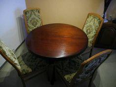 Runder Esstisch mit 4 Stühlen in Halle