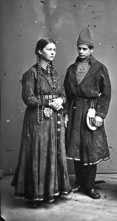 Sami (northern indigenous) couple in 1871 Sweden Lappland, Vintage Photographs, Vintage Photos, 3 4 Face, Folk Clothing, Photo Libre, Public Domain, Folk Costume, People Of The World