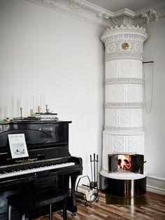 { piano - fireplace   photo jonas berg }
