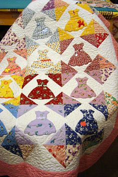 by Freda's Hive @Fredashive. Perfect for a bridesmaid's dress quilt that a friend would like.