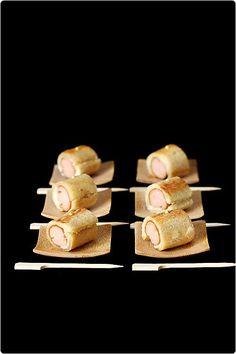 Des petits roulés de pain de mie façon hot dog : c'est un succès à l'apéritif ! La mise en œuvre est un peu technique si on veut obtenir quelque chose de j