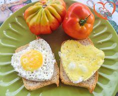 Uova al tegamino su pane tostato http://www.cuocaperpassione.it/ricetta/ad2c1f4c-9f72-6375-b10c-ff0000780917/Uova_al_tegamino_su_pane_tostato