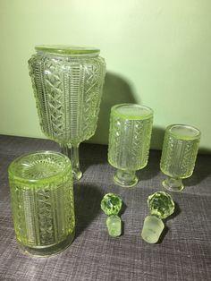 Le chouchou de ma boutique https://www.etsy.com/fr/listing/484294009/lot-de-flacons-et-1-carafe-et-son-verre