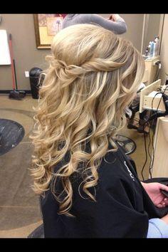 Cute prom hair!