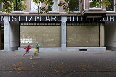 Stroom Den Haag - Introduction/ Food Printの中心的な存在。食への関心が高まる中、安全性、自給率と食料の確保、農業生産の高効率など、様々な議題が論点となっており、都市生活や都市空間へ食のアイデアを結び付けることが求められています。そういった傾向のためか、シンポジウムでは郊外型の大農場計画などの話題よりは、パーマカルチャー(Perm culture:permanent「永久の」とagriculture「農業」を合わせた造語)や、Intensive Micro Farming(「高密度型小規模農業法」とでもいうのでしょうか)などというワードが良く出たように思います。郊外ではなく農業の対象として都市部をとらえ、現在の大企業主体、輸入主体の食料事情から一部脱却を目指し、一般の人を巻き込みながら都市で食の自給率を上げていこう、という試み。 Garage Doors, Outdoor Decor, Home Decor, Natural Farming, Decoration Home, Room Decor, Home Interior Design, Carriage Doors, Home Decoration
