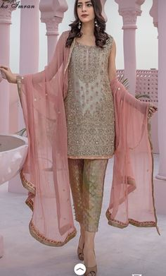 Wedding Dresses Indian Friends 43 Ideas Source by dresses muslim dresses muslim pakistan Pakistani Fancy Dresses, Pakistani Party Wear, Pakistani Wedding Outfits, Pakistani Dress Design, Indian Outfits, Lehenga Wedding, New Wedding Dress Indian, Wedding Dresses For Girls, Party Wear Dresses