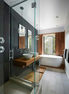 carrelage beton, salle de bain design avec meuble vasque suspendu et grande baignoire