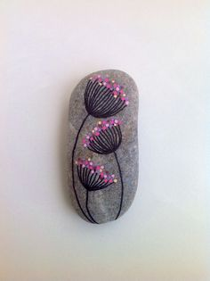 Easy Paint Rock For Try at Home (Stone Art & Rock Painting Ideas) Dandelions on my way rock–mine would NOT be pink, but it's cute. Pebble Painting, Dot Painting, Pebble Art, Stone Painting, Stone Crafts, Rock Crafts, Stone Drawing, Caillou Roche, Art Rupestre