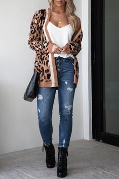 Back For Good Leopard Cardigan by Priceless. Leopard cardigan outfit with combat boots, high waisted jeans and a white tank top! Love this cardigan with boots casual outfit idea. Combat Boot Outfits, Winter Boots Outfits, Casual Winter Outfits, Combat Boots, Autumn Outfits, Casual Wear, Leopard Cardigan Outfit, Cardigan Outfits, Leopard Outfits