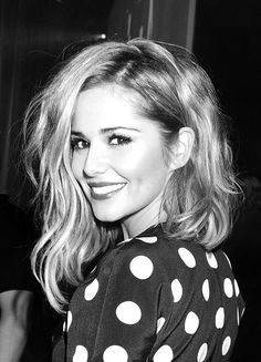 Love love love her asymmetrical long bob!!!!! Although I would rather choose one length or the other.