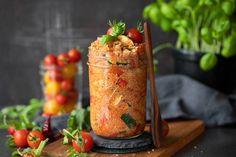 Den ganzen Tag unterwegs – da braucht man zwischendurch etwas zu essen! Dieser Couscous-Salat ist nicht nur schnell gemacht, sondern auch super lecker!