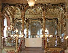 Le palais et le café de New-York (Budapest) by dalbera, via Flickr