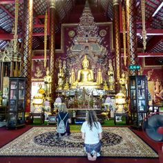 Jens & Meryl at Wat Chiang Man.  #travel #thailand #temple #thaiculture…