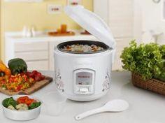 Esta prática panela elétrica possui as funções de cozinhar e aquecer arroz. Conta com revestimento antiaderente, para evitar que o alimento grude, tampa com válvula de saída de vapor e potência de 350 Watts.