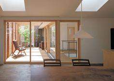 岡本の家: アトリエ・ブリコラージュ一級建築士事務所が手掛けたダイニングです。