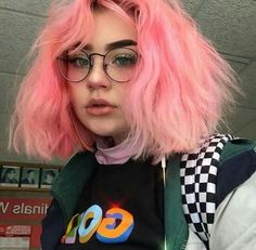 Makeup pink hair hairstyles trendy Ideas Best Picture For grunge hair Green Hair, Pink Hair, Pink Short Hair, Violet Hair, Pastel Hair, Dye My Hair, Your Hair, Pretty Hairstyles, Girl Hairstyles