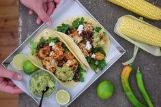 I tacos che ti proponiamo sono in versione veggie con un ottimo guacamole al basilico che vuole celebrare la famosissima salsa messicana.