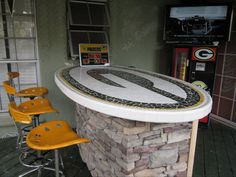 Yes, that's a Packers logo mosaic Table top. Make my Packers flag look downright wussy. (Charles Velek for Packer Fans Outside Green Bay)