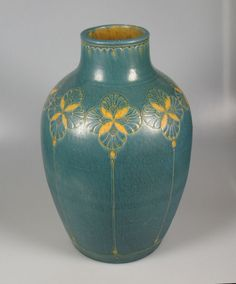 Klaas Mobach early large vase with geometric decoration