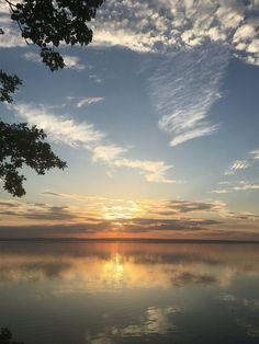 Летние закаты на реке Волга, город Ульяновск, Россия