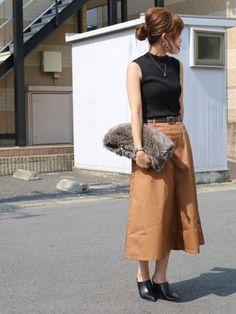 夏服は飽きたから、秋服が着たい気分。でも外はまだ暑い。マンネリしてしまった夏のワードロープをちょい足しでアップデートしませんか? おすすめアイテムは、ロングスカート!上品に仕上がるロングスカートで残暑の「飽きコーデ」を「秋コーデ」にグレードアップさせましょう♡