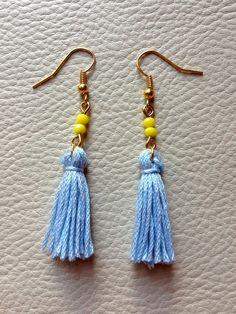 Boucles d'oreilles Pompon bleu et Perles jaunes