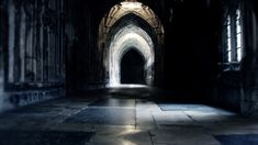 Marianna Baldassari caminaba a lo largo del pasillo, con la mente sumida en la…