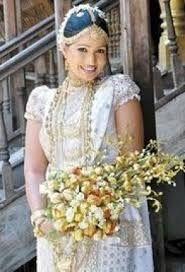 so pretty :) Sri Lankan Wedding Saree, Sri Lankan Bride, Wedding Veils, Saree Wedding, Wedding Dresses, Bridal Outfits, Bridal Gowns, Buddhist Wedding, Wedding Photography India
