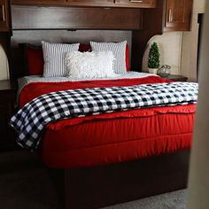 Did you know that Beddy's are great for RV, Campers, and Trailers? They make those difficult beds super easy to make (zip). I'm telling you. Beddy's will change your life! Cozy Small Bedrooms, Small Bedroom Designs, Cozy Bedroom, Bedroom Decor, Kids Bedding Sets, Queen Bedding Sets, Beddys Bedding, Red Bedding, Comforter