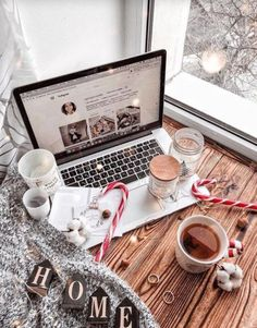 Are you looking for inspiration for christmas pictures?Browse around this website for cool Xmas inspiration.May the season bring you peace. Cupcake Christmas, Christmas Mood, Noel Christmas, All Things Christmas, Christmas Ideas, Christmas Candy, Christmas Onsies, Christmas Flatlay, Hygge Christmas