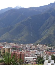 La ciudad de Mérida, Andes venezolanos, al fondo el pico Bolívar, el más alto de la Cordillera Andina