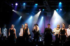 Suomen viileimmällä showmimmillä, #KristaSiegfridsillä, oli Nosturin lavalla jopa kaksitoista (12) tanssijaa. Go, Krista!