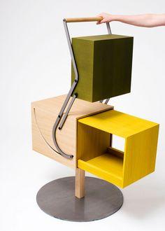 """Während eines Workshops für das niederländische Möbellabel Arco entstanden die """"Autoboxes"""" von Andrew Haythornthwaite. Die Grundidee für die Mechanik stammt vom Kinderspielzeug """"Jack in the Box"""". S..."""