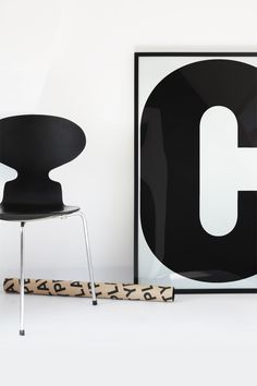 Via MyDubio.com | Black and White | Playtype | Arne Jacobsen