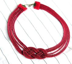 Make a Gorgeous Nautical Knot Rope Necklace. Could crochet 6 chains to make this necklace instead of using rope Knot Necklace, Collar Necklace, Jewelry Crafts, Handmade Jewelry, Nautical Knots, Nautical Style, Vintage Nautical, Nautical Theme, Diy Collier