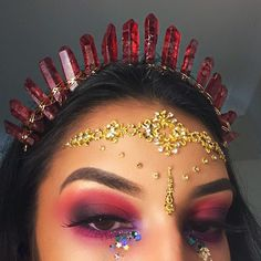 _______________________________________________________ Wearing @crystaleclipsecrowns and @glotatts head jewels BROWS #anastasiabrows @anastasiabeverlyhills dipbrow in dark brown EYES the red/pink is @morphebrushes 35b and the black is @urbandecaycosmetics Naked 2 palette LASHES @flutterlashesinc provocative