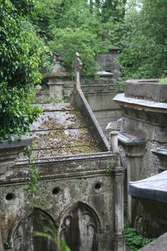 Highgate Cemetery    London's creepiest cemetery was once the site of dueling magicians and mobs of stake-carrying vampire hunters