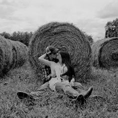 70 Ideas wedding ideas country fall engagement photos - 70 Ideas wedding ideas country fall engagement photos Le maquillage est us processus qui d - Country Couple Pictures, Cute Country Couples, Fall Pictures, Cute Couple Pictures, Couple Pics, Couple Goals, Engagement Photo Poses, Fall Engagement, Engagement Pictures