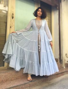 37 Perfect Casual Style Looks To Inspire - Luxe Fashion New Trends Pakistani Dress Design, Pakistani Dresses, Indian Dresses, Indian Outfits, India Fashion, Ethnic Fashion, Indian Attire, Indian Wear, Kurta Designs