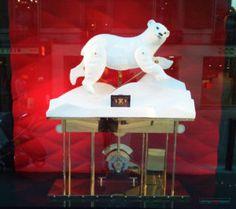 Louis Vuitton Christmas 2016 Season Window Display – Design Retail Space Christmas Window Display, Window Display Design, Retail Space, Christmas 2016, Louis Vuitton, Windows, Seasons, Louis Vuitton Wallet, Seasons Of The Year