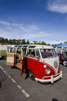 I want a VW Bus sooooo bad!!