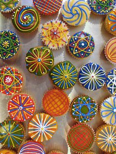 Google Image Result for http://blog.craftzine.com/MandalaCupcakes.jpg