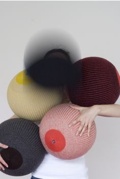 Standard inflatable ball covered with wool. The object is machine washable, the ball can be replaced if damaged.   - by chevaliermasson - photo: Lise Duclaux