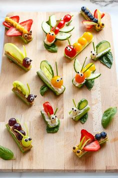 Fruit Vegetable Bug Snacks for Envirokidz The Fair Tree vegetables vegetables Toddler Snacks, Fun Snacks For Kids, Kids Meals, Vegetable Animals, Vegetable Snacks, Fruit Animals, Bug Snacks, Snacks Für Party, Bug Party Food