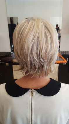 Frisuren Funky short blonde cut Wedding flowers - Flower Power Look Taken From a Book Catching the b Short Hair With Layers, Short Hair Cuts For Women, Layered Hair, Long Layered, Short Cuts, Short Shag Hairstyles, Cool Hairstyles, Short Shaggy Haircuts, Older Women Hairstyles
