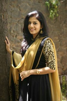 Indian Actress Gallery, Tamil Actress Photos, Indian Film Actress, South Indian Actress, Cute Beauty, Beauty Full Girl, Madrid Girl, Beautiful Women Over 40, Thing 1