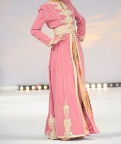 really beautiful and simple pink silk velvet embroidered à l'ancienne with fine gold, and simple sfifa edging. Truly elegant