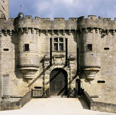 Château de Hautefort en Dordogne. The first owner of the estate was Guy de Lastours, around the year 1000. Gouffier de Lastours, one of this descendents, is thought to be one of the 30 knights who entered Jerusalem in 1099 alongside Godefroy de Bouillon. In the 12th century an alliance was formed, meaning the fortress belonged to the De Born family, represented by two feuding brothers, Constantin and the famous troubadour Bertran de Born.