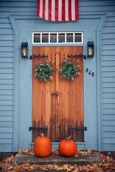 Jesienna dekoracja domu. Cudowne połączenie kolorów! #autumn #decor #door